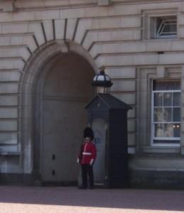 Londoner Beefeater-Wache vor dem Buckingham-Palast