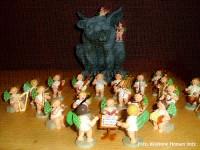 Gargoyle Gondolin mit einer Kapelle aus Engelsfiguren