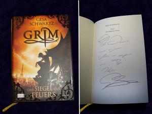 """Das Cover des Buchs """"Grim"""" von Gesa Schwartz (links), die von der Autorin signierte Titelseite des Buchs (rechts)"""